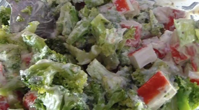 salat-iz-brokkoli-gotov